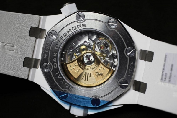 AP_royal_oak_offshore_diver_white_ceramic_back.jpg